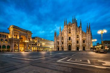 Domplatz in Mailand Italien mit Dom und Triumphbogen