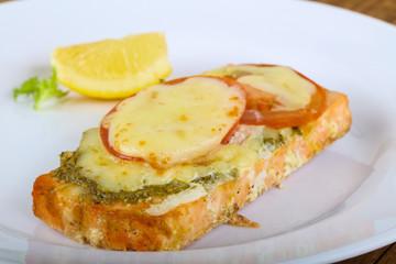 Baked salmon with pesto