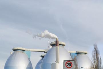 Große Produktionsanlage von Biogas