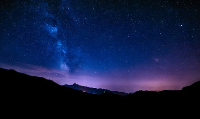 Papiers peints Nuit night sky stars milky way blue purple sky in starry night over mountains