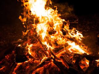 Closeup of campfire (キャンプファイヤー)