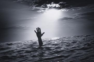 Man sink in water Fototapete