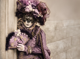 Fototapete - venetian carnival mask with copy space