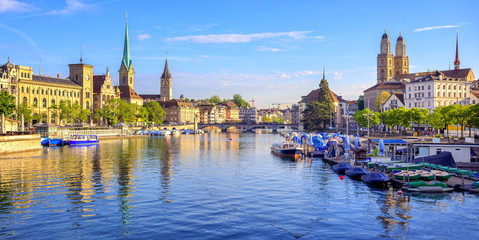 Wall Mural - Panoramic view of the old town of Zurich, Switzerland