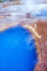 Thermalquelle Blesi, Blue pool und Transparent pool, Touristen, Haukadalur, Thermalfeld des Großen Geysir und des Strokkur,  Heißwassertal Haukadalur, Suðurland, Island, Europa
