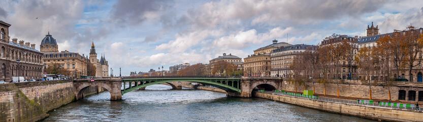 Panorama de la Seine et pont de Paris
