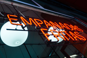 """Neon sign of a store with the word """"Fried empanadas"""" in Spanish"""