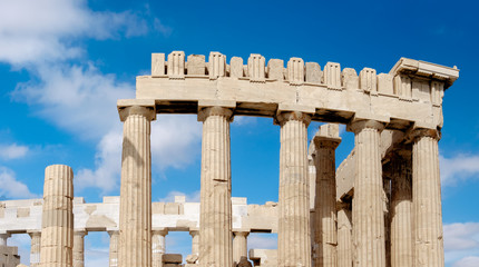 Fototapete - Top part of of the Parthenon in the Acropolis in Athens