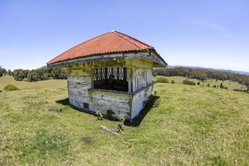 Old hut located on a hill on Lyrebird Ridge road in Springbrook