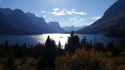 The amazing St. Mary Lake and Wild Goose Island before sunset on a beautiful autumn day.