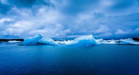 Eisberge im Jökulsárlón Gletschersee, Island