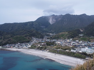 神津島の前浜集落と天上山(東京都)