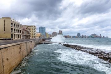Wall Mural - Malecón von Havanna bei Sturm