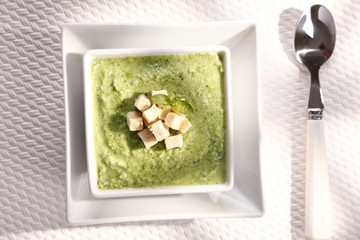 cream, soup with green pea soup with croutons