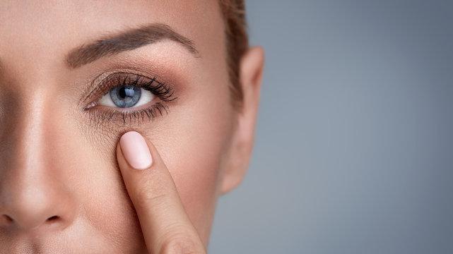wrinkles around the eyes