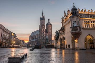 Obraz Kościół Mariacki i Sukiennice na Rynku Głównym w Krakowie - fototapety do salonu