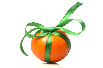 one gift ripe tangerine with green ribbon close