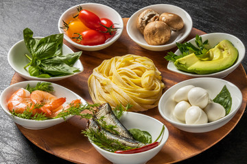 イタリアン 生パスタ料理  Raw pasta and Italian ingredients