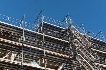 Neubau Fassade mit Gerüst