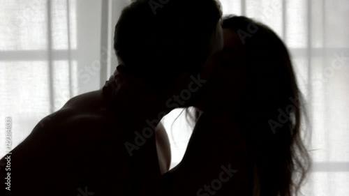dating in the dark kissing