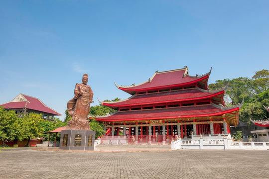 This is  Sam Poo Kong temple, also known as Gedung Batu Temple, is the oldest chineese temple in semarang, central java, Indonesia.