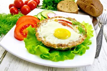 Tartlet meat with egg on light board