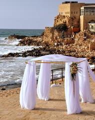 Hochzeitspavillon am Strand der antiken Stadt Caesarea Maritima