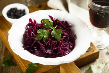 Red cabbage with spices and red wine