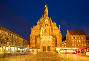 Keuken foto achterwand Wenen Old town with Nuremberg cathedral church at night, Germany