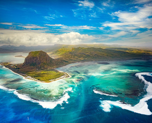 Photo sur Plexiglas Vue aerienne Aerial view of the underwater waterfall. Mauritius