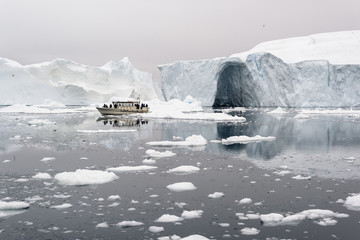 Photo sur Plexiglas Glaciers glaciers on frozen arctic ocean in Greenland