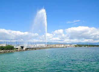Genf mit der berühmten Wasserfontäne im Genfersee,dem Wahrzeichen der Stadt,Kanton Genf,Schweiz
