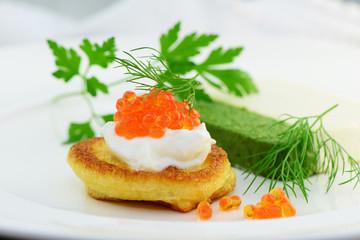 Recess Fitting Appetizer Blini mit Kaviar