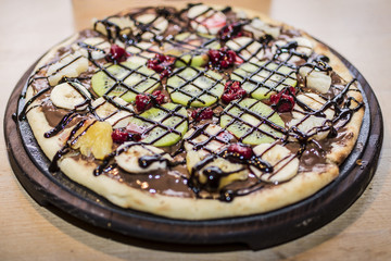 Pizza whit fruit and chocolate