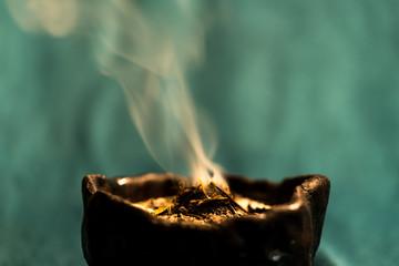Räucher-Ritual zu den 12 Rauhnächten während der Wintersonnwende