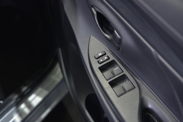 Button to open the car doors