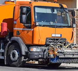 Street cleaner vehicle