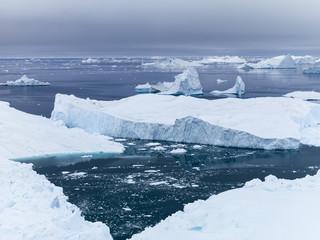 Photo sur Plexiglas Glaciers glaciers are melting on arctic ocean in Greenland