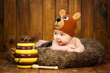 Newborn baby in a knitted cap bears.