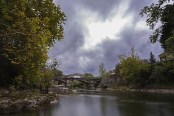 Río Sella y puente romano de Cangas de Onís (Asturias, España).