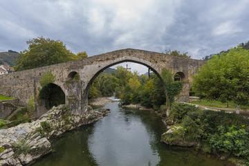 Puente romano de Cangas de Onis (Asturias, España).