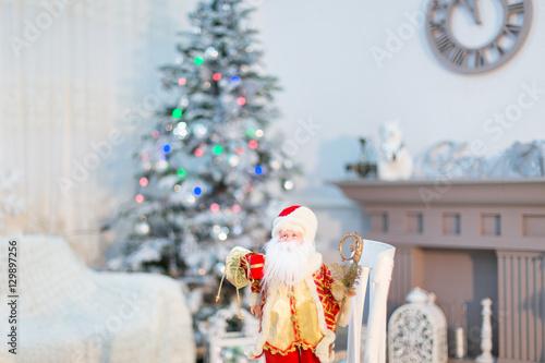 Новогодние песни тихо падает снег