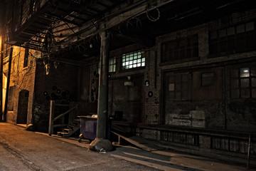 Fotomurales - Dark City Alley at Night