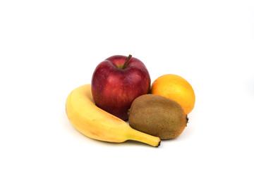 Mehrere Früchte freigestellt auf weißen Hintergrund.