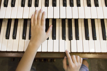 little boy to play the piano