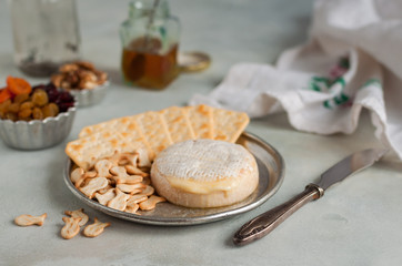 Baked Brie with Crackers