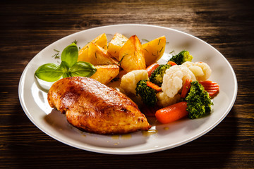 Roast chicken fillet and vegetable salad