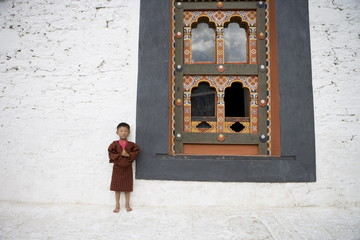 Bhutanese boy in traditional dress, Trashi Chhoe Dzong, Thimphu, Bhutan, Asia