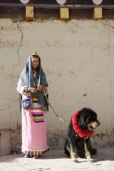 Woman of the Naxi minority people and her dog, Shangri-La, formerly Zhongdian, Shangri-La region, Yunnan Province, China, Asia