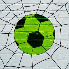 Art urbain, ballon de foot allant dans une toile d'araignée